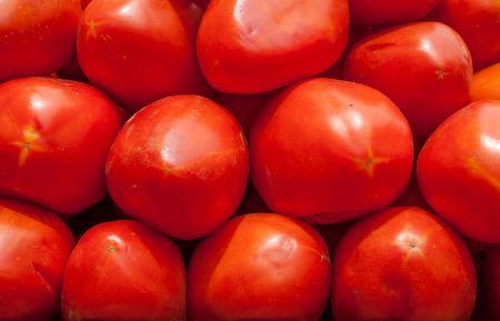800px-tomatoes